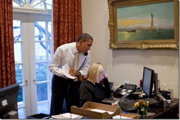 obama-checking-your-emails-12