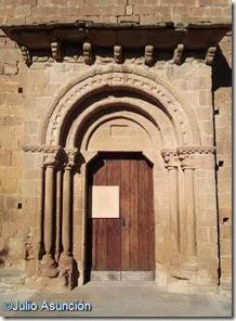 Portada de la iglesia de Orísoain