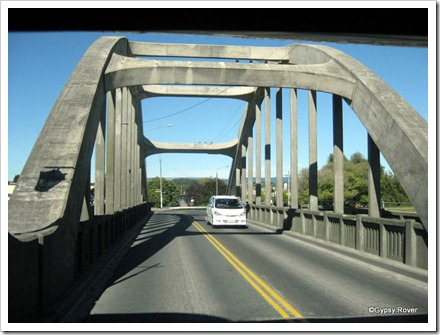 Bridge over the Clutha river at Balclutha.