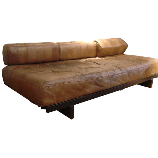 How comfortable does this leather couch look?  I can imagine myself lounging in it now.