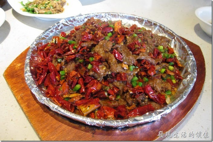 上海-望湘園。十里香牛肉,RMB49。好大一盤啊,不過辣椒佔了大多數,跟「辣子雞丁」所使用的辣椒量有得拼,但這盤牛肉加了「孜然」,所以味道稍有不同,牛肉則鮮甜好吃。