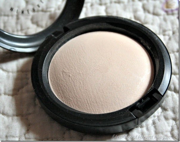mac mineralize skinfinish natural light close up