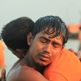 Embrace after Prayer by Sadat Hossain - News & Events World Events ( canon, bangladesh, sundarban, news, event, people, island )