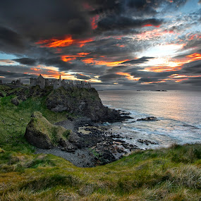 by Gianni Stoppani - Uncategorized All Uncategorized ( ireland, dunluce, weather, castle )