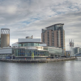 The Lowry Theatre, Salford Quays by Simon Sweetman - City,  Street & Park  Skylines ( theatre, quays, salford, manchester, lowry )