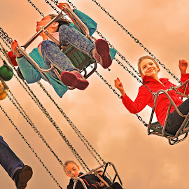 Happy Kids by Marco Bertamé - News & Events Entertainment ( funfair, flying, schueberfouer, chains, chairoplane, luxembourg,  )