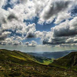 Bucegi, spre Telecabina Pestera by Ionel Lupu - Landscapes Cloud Formations (  )