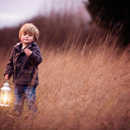 Exploring at Bison Hill by Claire Conybeare - Chinchilla Photography - Babies & Children Toddlers