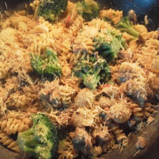 Pasta met Broccoli, Kip, Roomkaas en Noten