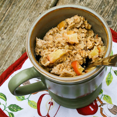 "Apple Banana ""Baked"" Oatmeal in a Mug"