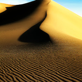 Mesquite Sand Dunes - Ripples & Curves by Lawayne Kimbro - Landscapes Deserts ( death valley, sand, dunes, desert, dry, ©kimbrophoto, peak, dune, ©kimbro photography, ©lawayne kimbro photography, sand dunes, hot, mesquite )