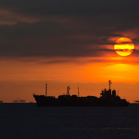 Manila bay sunset by Jeremy Mendoza - Landscapes Sunsets & Sunrises ( nature, waterscape, sunset, manila, philippines,  )
