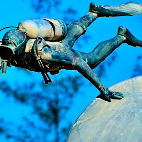 Scuba diver bronze-made sculpture by Rogerio Ribas - Artistic Objects Other Objects