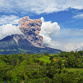 Sinabung Volcano, Indonesia by Kriswanto Ginting's - Landscapes Mountains & Hills ( volcano, 2013, indonesia, north sumatra, eruption )