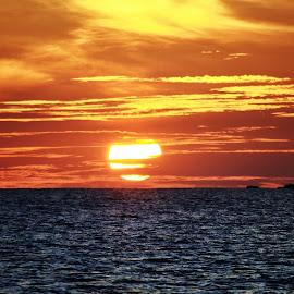 the sunsets by Fadzlee Maula Fmn - Landscapes Sunsets & Sunrises ( nikon d3100, sunset, beautiful, sun, emotion )