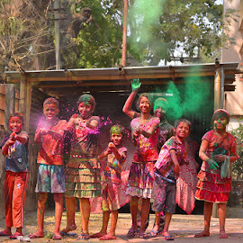 The Moment of Holi in India by Manabendra Dey - News & Events Entertainment ( indian festival, festival, holi, colours )