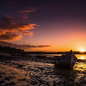 Low Light ! by Emanuel Fernandes - Landscapes Sunsets & Sunrises ( clouds, sky, boat, low, portugal, light )