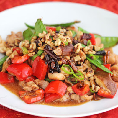 Stir-Fry Spicy Kung Pao Chicken with Walnuts