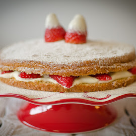 Vanilla and strawberry cake by Andreia Fernandes - Food & Drink Cooking & Baking ( #vanilla; #strawberry; #cake; #cream,  )