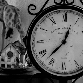 Reloj by Alighieri Rizo - Artistic Objects Antiques ( tiempo, old, time, black and white, clock, reloj, blanco y negro, pasado. atras. antiguo, past, ago )