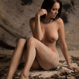 Autumn by Tomas Fensterseifer - Nudes & Boudoir Artistic Nude ( nude, autumn leaves, art )