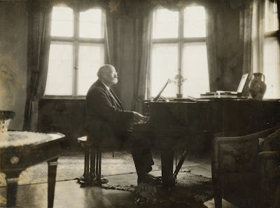 Henri La Fontaine at the piano