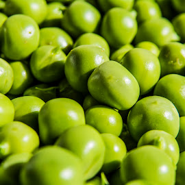 Green peas by Hrvoje Kunović - Nature Up Close Gardens & Produce ( up close, nature, green, garden, peas )