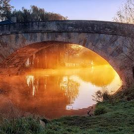 Halfpenny Bridge Sunrise by David Dean - Buildings & Architecture Bridges & Suspended Structures ( lechlade, dawn, sunrise, bridge, cotswolds, mist )