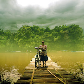 nuntun pit by Indra Prihantoro - People Street & Candids ( grandmother, bicycle )
