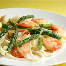 Garlic Shrimp With Asparagus and Lemon