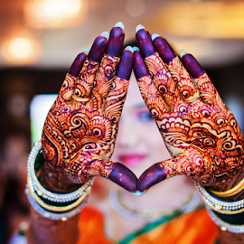 mehndi by Pravin Dabhade - Wedding Details ( canon, mehndi, details, wedding, candid, close up )