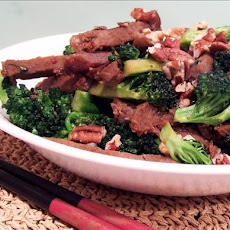 Stir-Fried Beef, Broccoli and Pecans in Garlic Sauce