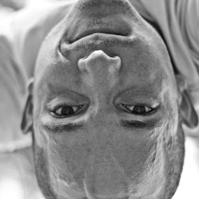 Handbalancing by Andro Zeledón - People Portraits of Men ( b&w, acrobatics, white, portrait, black&white, hand, san jose, balancing, acrobat, costa rica, man, black, handbalancing,  )