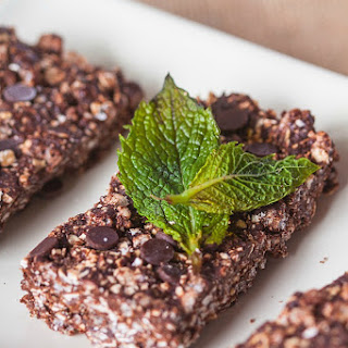 Chewy No Bake Mint Chocolate Chip Protein Bars