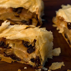 Simple Cinnamon-Raisin-Apple Strudel Recipe