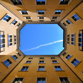 Imperfect nose-up - Milan by Luigi Alloni - Buildings & Architecture Architectural Detail ( nose-up building courtyard perspective milan )