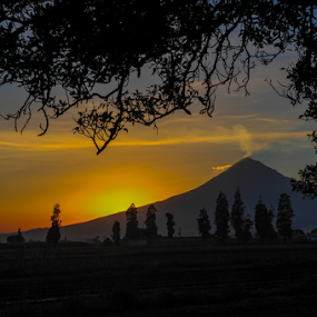 sunset and Volcano by Cristobal Garciaferro Rubio - Landscapes Mountains & Hills ( volcano, mexico, popocatepetl )