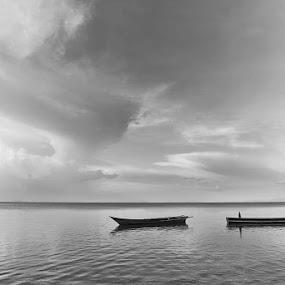 Tanjung Kasuari, Distrik Sorong barat, Papua by Ully Zoelkarnain - Transportation Boats