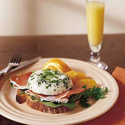 Skillet Poached Eggs with Prosciutto