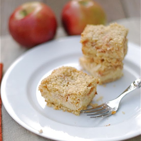 Apple Crumb Cheesecake Bars