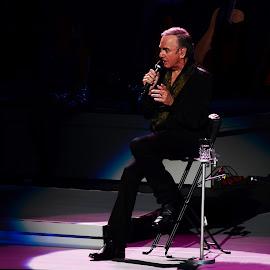 Neil Diamond by Elizabeth Kraker - News & Events Entertainment ( concert, neil diamond, entertainers, entertainment,  )