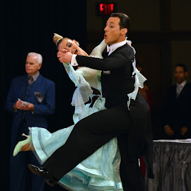 Quickstep by Mark Luftig - People Couples ( quickstep, ballroom, dance, competition )