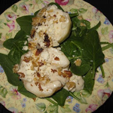 Pear Salad With Spinach, Blue Cheese, and Walnuts