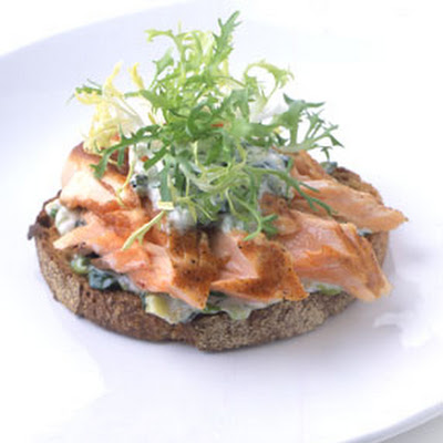 Pan-Grilled Salmon on Toast with Scallion Mayonnaise