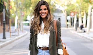 Tập cách đeo túi xách đẹp đúng cách