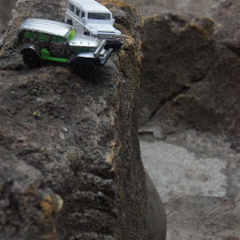 by Gunawan Abdul Basith - Artistic Objects Toys ( diecast, hotwheel, offroad, cliff, landrover )