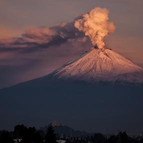 Eruption by Cristobal Garciaferro Rubio - Landscapes Mountains & Hills ( volcano, popo, mexico, popocatepetl, eruption )