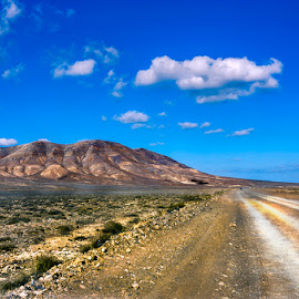 Carretera al infinito by Eduardo Menendez Mejia - Landscapes Deserts ( españa, tokina 12-24, lanzarote, canarias, menendez, eduardo, nikon, d5100, spain )