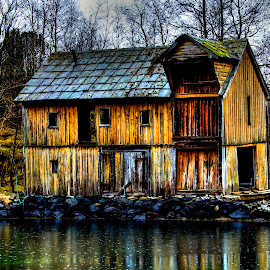 Old seahouse by Sondre Gunleiksrud - Buildings & Architecture Decaying & Abandoned ( canon, old buildings, old, hdr, seaside, seascape, old building, norway )