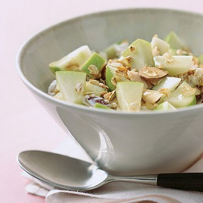 Fresh Muesli with Apple and Almonds